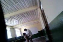 Alumnos ponen cámara en el salón para grabarlos cogiendo colegialasreales.com